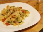 Ensalada caliente de pasta con judiones y calabacin