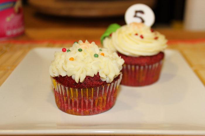 Cupcakes Red Velvet con frosting de leche condensada