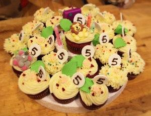 Tarta de cupcakes con leche condensada