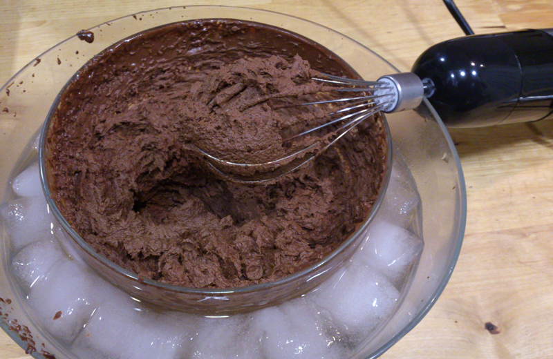 Bombones rosa de mousse de chocolate