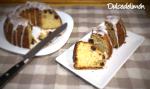 Bundt cake de mascarpone, limón y arándanos