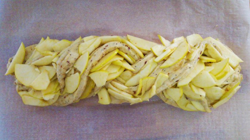 Trenza de brioche con manzana